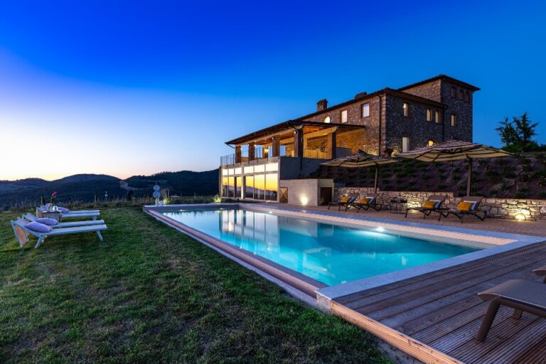 Villa with 9 double bedrooms near Volterra